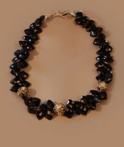 Faceted-black-spinel-with-rosecut-diamond-beads  (JN00043)