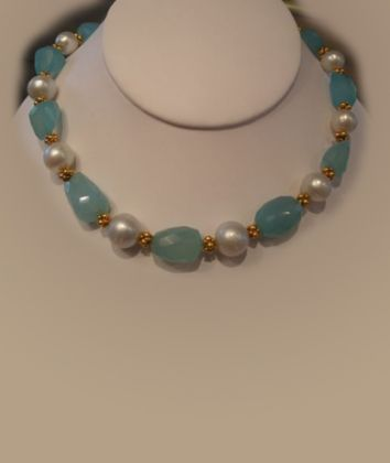 Tumbled-chalcedony,-south-sea-pearls-and-18K-gold  (JN0059)